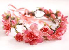 coroa de flores para o cabelo, coroa de flores comprar, tiara de flores, headband, tiara de rosas, flores rosas, tiara, acessório para o cabelo, lembrancinha 15 anos, debutante, lembrança de aniversário, lana del rey - G. Offer Flower Crown Wedding, Flower Crowns, Crown Headband, Tiaras And Crowns, Floral Crown, Headgear, Corsage, Crafts To Make, Paper Flowers