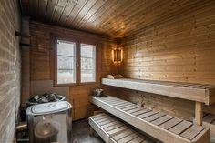 Upealla paikalla sijaitseva länteen avautuva aurinkoinen merenranta tila Sipoon Kalkkirannassa, 30min ajomatkan päässä Helsingistä.   Tila kattaa kolme rakennusta: 140m2 päärakennuksen, 15m2 saunarake