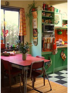 Kitchens can hold so many colors and cute things