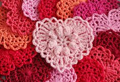 Pretty little puff stitch heart from this free pattern by Carola Wijma: http://www.ravelry.com/patterns/library/grandmas-heart ✿Teresa Restegui http://www.pinterest.com/teretegui/✿