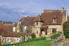 Sarlat and alleyways of character. City of art and medieval capital of the Dordogne, land of gastronomy, you must be lost in the streets of Sarlat-la-Canéda to enjoy this wealth of architectural treasures from Medieval and Renaissance periods left by history. © sablin - Fotolia.com