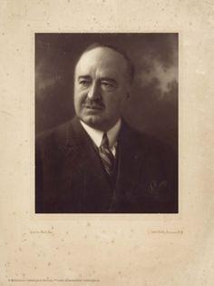 Retrato, de Curtis Bell. Suc. N. Y.  24 x 19 cm, en h. de 39,5 x 29,5 cm.   [Colección de material gráfico de Vicente Blasco Ibáñez] (1900-19??)