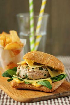 Dans la cuisine de Sophie: Burger Leerdammer® au veau et herbes fraîches Gozleme, Wrap Sandwiches, C'est Bon, Cheese Recipes, I Am Awesome, Tacos, Chicken, Ethnic Recipes, Hamburgers