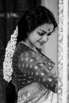 Keerthi Suresh as Mahanati Savitri latest photos Indian Photoshoot, Saree Photoshoot, Beautiful Girl Indian, Most Beautiful Indian Actress, Girl Photo Poses, Girl Poses, Saree Poses, Portrait Photography Poses, Photography Styles