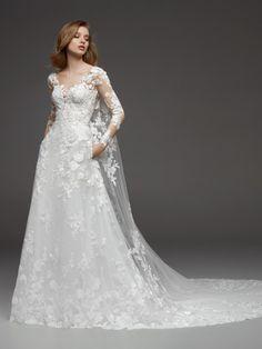 7b84767d1d Vestido de novia con escote en pico y espalda ilusión