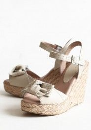 strawberry fields bow wedges in ivory