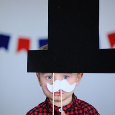 14 Patriotic Presidents Day Crafts - this photo booth looks so fun and the log cabin craft is too cute!