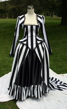 Sleepy Hollow-inspired Victorian dress. My favorite style of clothing meets my all-time favorite horror story. I am in love.