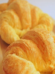 croissants - really incredible wonderful made from scratch. Wine Recipes, Baking Recipes, Great Recipes, Favorite Recipes, Homemade Croissants, Food Staples, Breakfast Items, Yummy Cookies, Pasta
