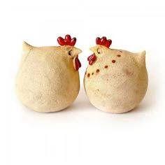Kurreczki wiosenne, a też i na święta...would be cute done with paper mache over plastic eggs.