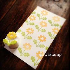 たんぽぽも満開の季節♪目を引く鮮やかな黄色も春の色海外のファブリックパターンをイメージしてたくさん捺してみましたポチ袋にしてもかわいいかなぁ~生徒さんにも... Dollar Store Crafts, Dollar Stores, Fabric Stamping, Loot Bags, School Logo, Tampons, Block Prints, Hand Carved, Crafting