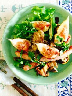 レタス以外の野菜は一度グリルして、温サラダとして食べやすくするというワザありレシピ。|『ELLE gourmet(エル・グルメ)』はおしゃれで簡単なレシピが満載!