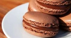 Royal French Macarons with Chocolate Filling – Video Recipe - Free Restaurant Recipes (cooking videos macaroons) Mango Avocado Salsa, Köstliche Desserts, Delicious Desserts, Dessert Recipes, Macaron Cookies, Macarons, Baking Recipes, Cookie Recipes, Traditional French Recipes