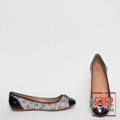 Ballerine Armani Jeans Collezione P/E 2013 ART. 05542 - REVERSE corato - 125,00€ - SPESE DI SPEDIZIONE IN OMAGGIO.  Fantasia logo, Suola di gomma, Effetto verniciato blu, Canvas, Punta stretta, Applicazioni a contrasto. COMPOSIZIONE:  80% COTONE, 20% POLIURETANO