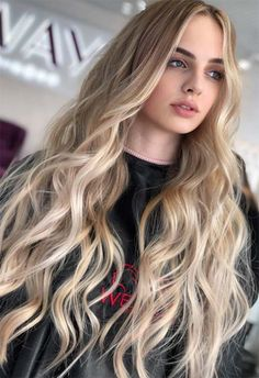 Blonde Balayage Discover 53 Beautiful Summer Hair Colors Trends & Tips Summer Hair Colors Ideas & Trends: Balayaged Honey Blonde Hair Color Honey Blonde Hair Color, Balayage Hair Blonde, Ombre Hair Color, Blonde Color, Cool Hair Color, Blonde Highlights, Blonde Ombre, Blonde Hair Makeup, Long Blond Hair