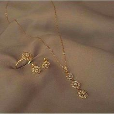 Gold Chain Design, Gold Ring Designs, Gold Earrings Designs, Necklace Designs, Fancy Jewellery, Gold Jewellery Design, Gold Jewelry Simple, Stylish Jewelry, Schmuck Design