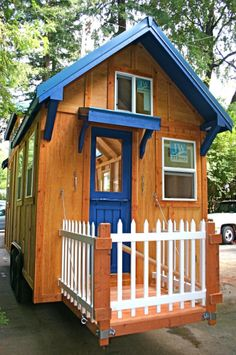 Video of the outside and inside of the house. Shows hook ups also.      Julie's Tiny Home – Built by Molecule Tiny Homes