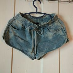 Forever 21 shorts Cute shorts from forever 21 acid wash color , front pockets no pockets on back part. Elastic waist. Forever 21 Shorts