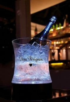 Luxury Don Perignon My fav! Don Perignon, Cocktail Drinks, Cocktails, Whisky, Champagne Taste, Champagne Drinks, Champagne Brunch, Champagne Buckets, Pink Champagne