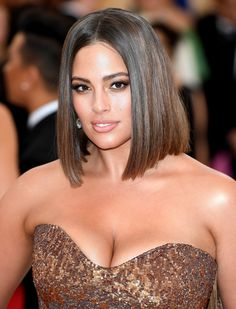 Model Ashley Graham cut her hair into a chic, shoulder-grazing lob for the 2018 Met Gala. Red-carpet pictures show Graham with inches off her hair and a new style that falls right above her shoulders. Ashley Graham, Graham Model, Hair Frizz, Celebrity Hair Stylist, Most Beautiful Indian Actress, Blond, Hair Cuts, Hairstyle, Celebs