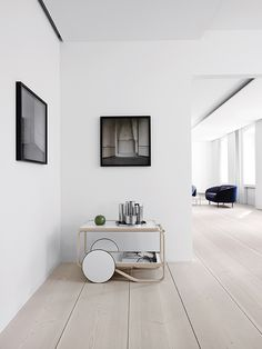 A selection of modern hallway ideas for high-end interior design projects Minimalist Interior, Modern Interior, Interior Architecture, Interior Design, Modern Furniture, Douglas Wood, Interior Minimalista, Timber Flooring, Hardwood Floor