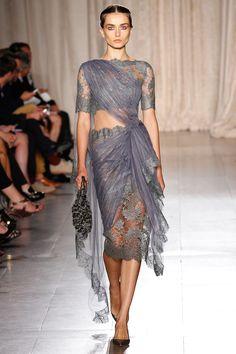 As designers Keren Craig e Georgina Chapman buscaram inspiração na Índia para a coleção de verão da Marchesa. A coleção conta com vestidos ...