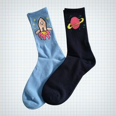 Ribbed socks with outer space design, available in planet or rocket version. Will fit up to a size EU39