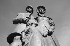 The Settler's Monument in Grahamstown. Picture: K van der Wielen The Settlers, South Africa, Photos, Pictures, Van, Statue, Heart, Travel, Viajes
