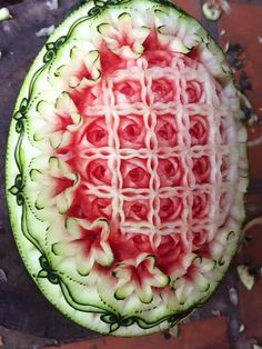 Watermelon Art, Watermelon Carving, Fruit Tray Designs, Fruit Presentation, Cantaloupe And Melon, Fruit And Vegetable Carving, Food Carving, Edible Arrangements, Food Decoration