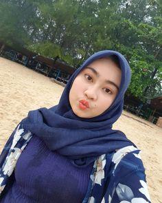 Indonesian Girls, Girl Hijab, Hijab Chic, Poker Online, Beautiful Hijab, Muslim Women, Hijab Fashion, Dan, Playboy
