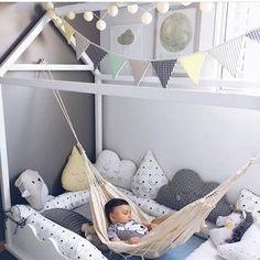 """798 curtidas, 23 comentários - Arquitetura de Interiores (@arq4home) no Instagram: """"Quarto montessori com cama na altura do bebe em forma de casa, rede pra descanso e adornos em tons…"""""""