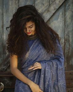 Mithila Palkar shot to fame after her cup song video went viral. Here are some photos of Mithila Palkar, be ready to give away you heart. Indian Photoshoot, Saree Photoshoot, Portrait Photography Poses, Photography Poses Women, Hair Photography, Photography Ideas, Modelling Photography, Girl Photo Poses, Girl Poses