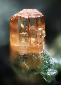 Baddeleyite. Alpe Burgum, Pfitschtal, Südtirol, Italie Taille=1 mm Collection…