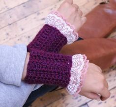 A beautiful pair of handmade Victorian Ruffle Wrist Warmer that goes well with long any long sleeves.