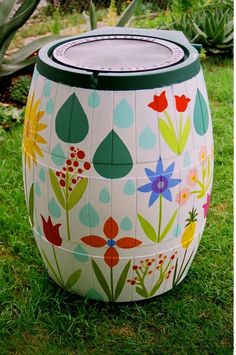 MAKE IT AN ART PROJECT! DIY Rain Barrel Art A perfect DIY project for your garden. Save your money and take care of the environment too by harvesting water in a rain barrel. But not any rain barrel, do it in a painted, absolutely fabulous looking one. Magic Garden, Dream Garden, Outdoor Projects, Garden Projects, Craft Projects, Project Ideas, Barris, Ideias Diy, Yard Art