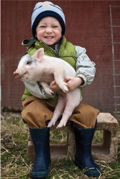 Kids raising their farm animals Animals For Kids, Farm Animals, Cute Animals, This Little Piggy, Little Pigs, Amor Animal, Little People, Beautiful Children, Country Life