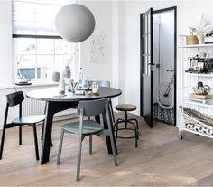 Zwart, wit & hout + 'n toefje kleur!