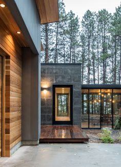 Northern Minnesota Lake House By Strand Design This modern house has a subtle dark exterior that includes grey, black, stone and wood elements, allowing the home to blend into the forested landscape. Design Exterior, Modern Exterior, Exterior Rendering, Modern Entry, Grey Exterior, Post Modern, Modern Lake House, Modern House Design, Scandinavian Architecture