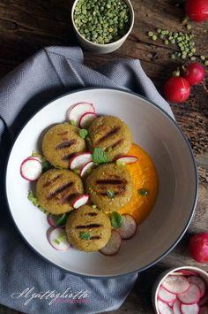 il gattoghiotto: Essenza: Crocchette di piselli alla griglia su crema di carote