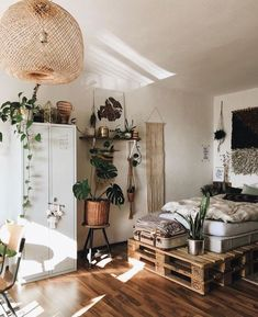 8 Cheerful Clever Hacks: Minimalist Living Room Boho Rugs minimalist home interior japanese style.Cozy Minimalist Home Beams minimalist decor plants living rooms.Boho Minimalist Home Colour. Deco Studio, Sweet Home, Shared Rooms, Room Goals, Aesthetic Bedroom, Home And Deco, House Rooms, Home Interior Design, Home Design