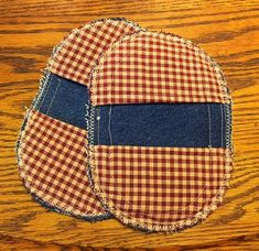 Blog post at Hangry Fork : Yesterday I made two sets of denim potholders out of a pair of funky jeans that were not being used. Here's what I made. The tutorial fo[..]