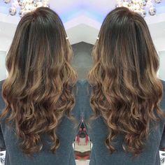 Lovely natural caramel balayage  #balayage #balayagehighlights #hair #haircolor ... - #Balayage #balayagehighlights #Caramel #Hair #HairColor #Lovely #natural Caramel Balayage, Balayage Highlights, Caramel Hair, Wavy Hair, Hairdresser, Haircolor, Salons, Hair Cuts, Long Hair Styles