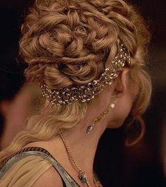 Nice hair jewelry beneath her bun/updo. Nice hair jewelry beneath her bun/updo. Pretty Hairstyles, Wedding Hairstyles, Grecian Hairstyles, Greek Hairstyles, Hairstyles Pictures, Updo Hairstyle, Hair Pictures, Greek Goddess Hairstyles, Bun Updo