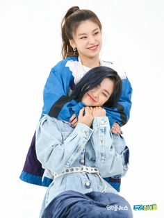 """itzy's confession time backhugs on weekly idol"" South Korean Girls, Korean Girl Groups, Weekly Idol, K Idol, These Girls, New Girl, Pop Group, Kpop Girls, Girl Crushes"