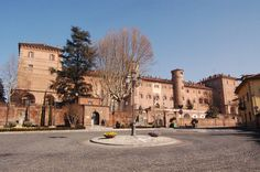 MONCALIERI    http://www.arte.it/foto/orig/ef/1628-Castle_of_Moncalieri_2818.jpg
