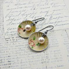 Small disc & pearl earrings