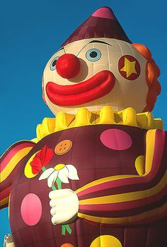 If you're afraid of clowns, do not look at this  balloon!! Yikes!