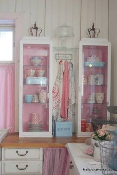 Sweet shabby chic kitchen...painted inside of cabinets a different color