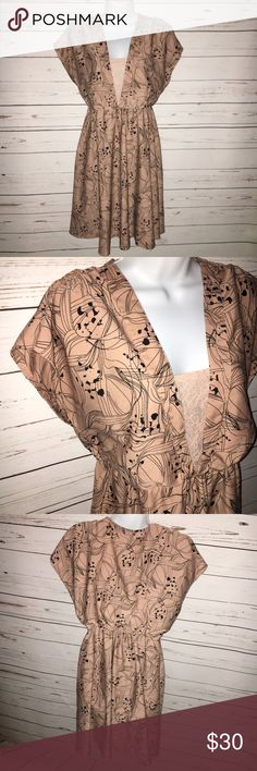 H&M V-Neck Tan/Peach Dress EUC. Gorgeous, lined and lightweight dress. Has a lacy under layer attached to lining to create a layered affect. Bust: 19 inches / Length: 37 inches.  [All measurements taken of garment laying flat]                                            ✅ Offers encouraged   Bundle to receive 10%+ discount   Same or Next business day shipping  ❌ No trades H&M Dresses Midi