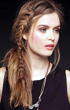 Medium Length Hair Styles for Women16